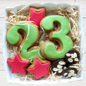 ip nabor na 23 fevralya s shokoladom 300x300 Торты, выпечка на заказ от пекарни & кондитерской Бон Бриошь